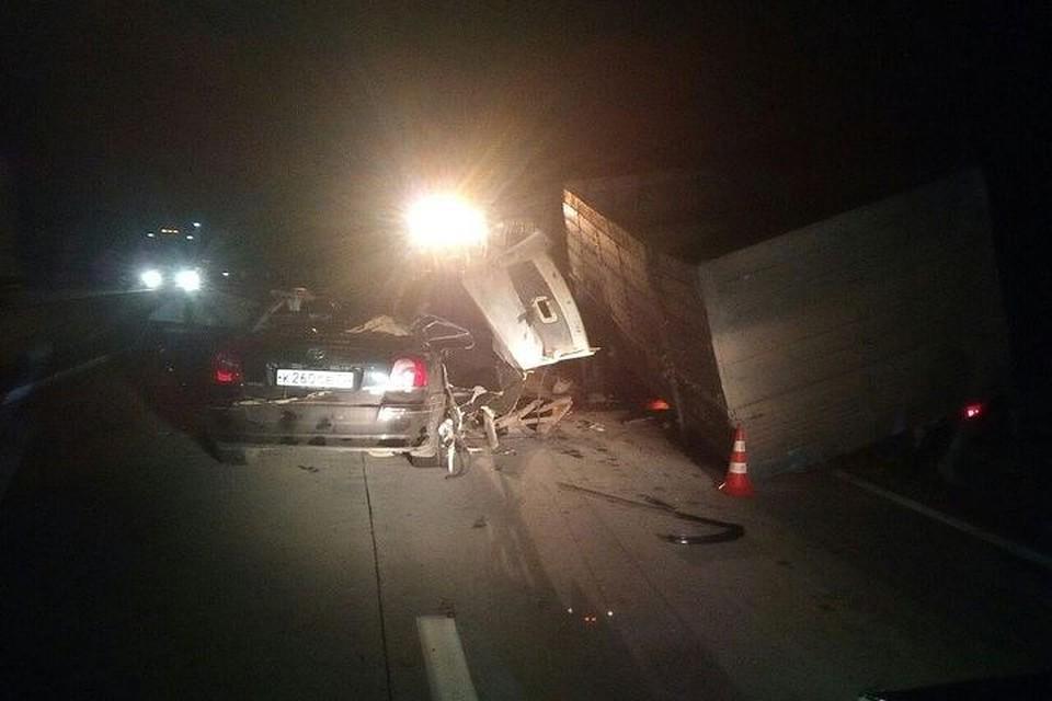 Иностранная машина иКамАЗ столкнулись под Новосибирском: погибла женщина