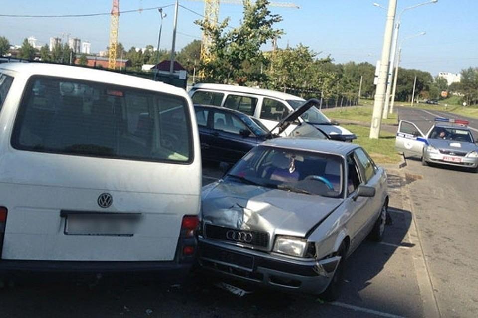 Шофёр легковушки сбил пешехода иврезался вдве машины