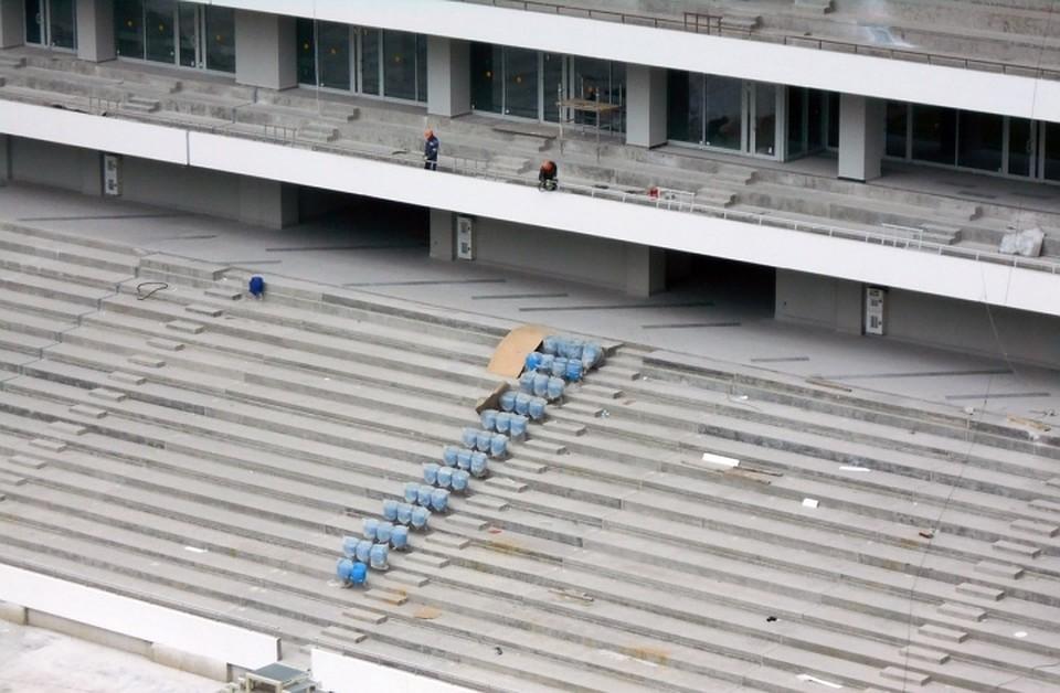 Настадионе вКалининграде началась установка антивандальных кресел