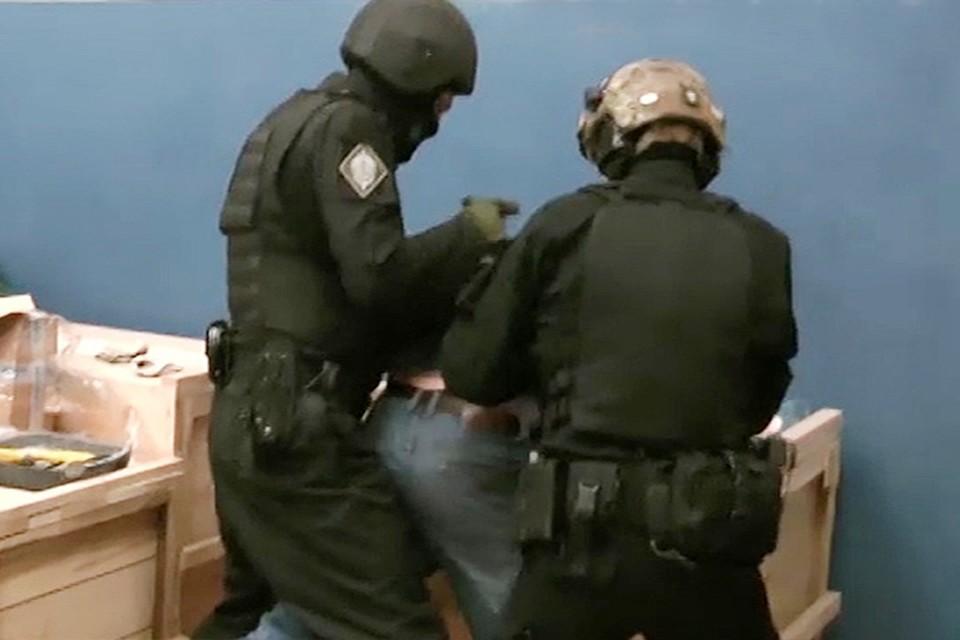 ФСБ пресекла деятельность подпольных оружейников в21 регионе РФ
