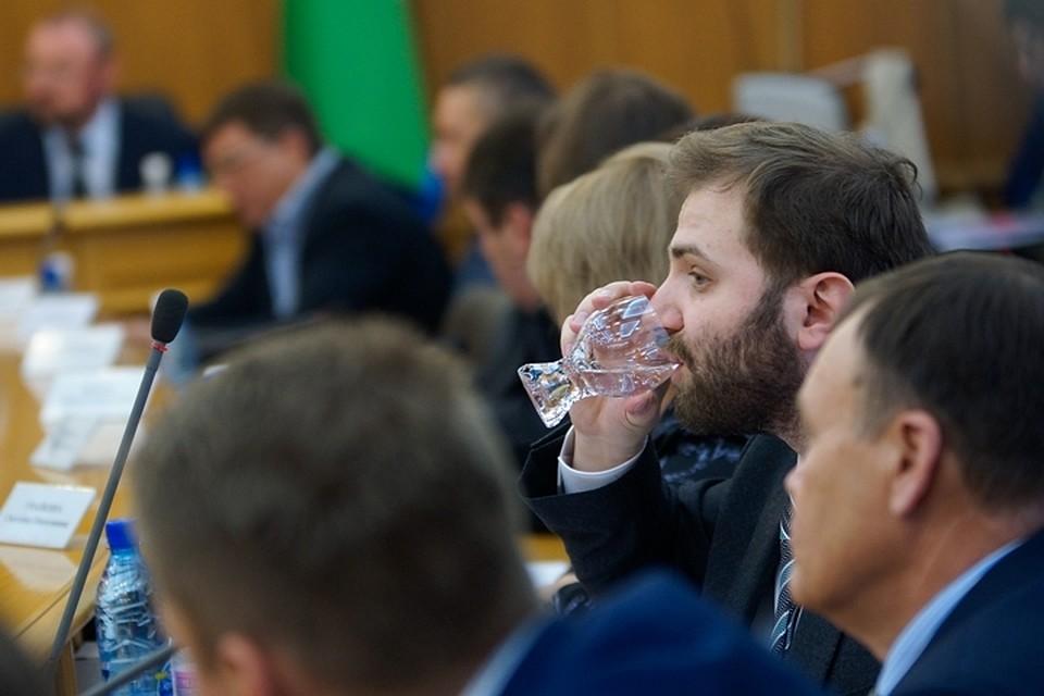 Проект поднятия зарплат екатеринбургским депутатам отправили надоработку