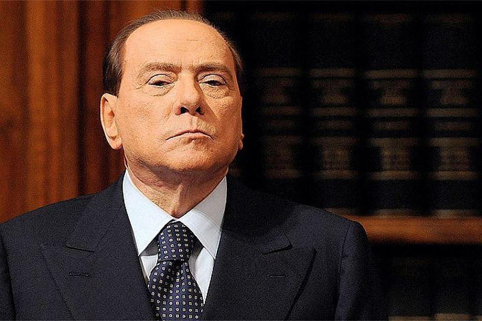 Прежний премьер Италии Берлускони подарил Путину пододеяльник