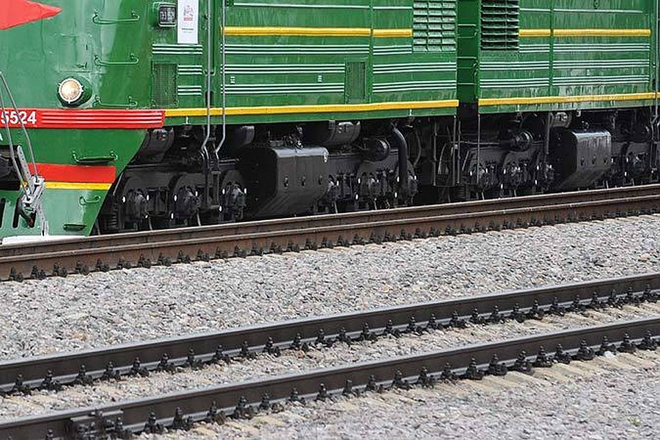 Под Волгоградом грузовой поезд приостановил  движение электрички ипассажирского состава