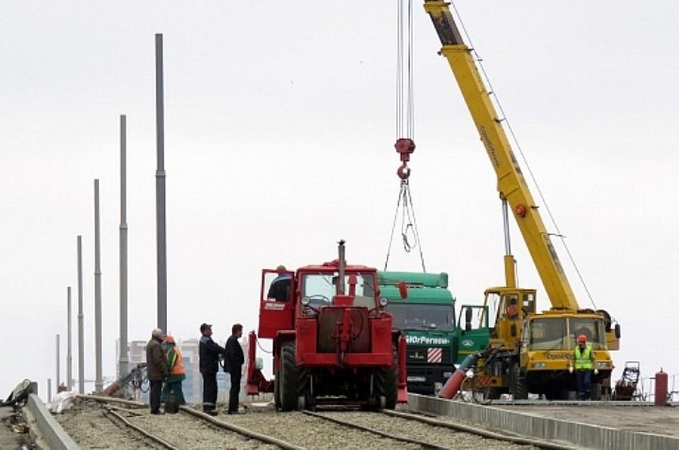 ВКраснодаре наСадовом мосту установили опоры контактной сети