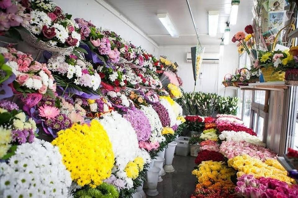 В РФ мужчина ограбил 5 цветочных магазинов, угрожая продавцам «Сникерсом»