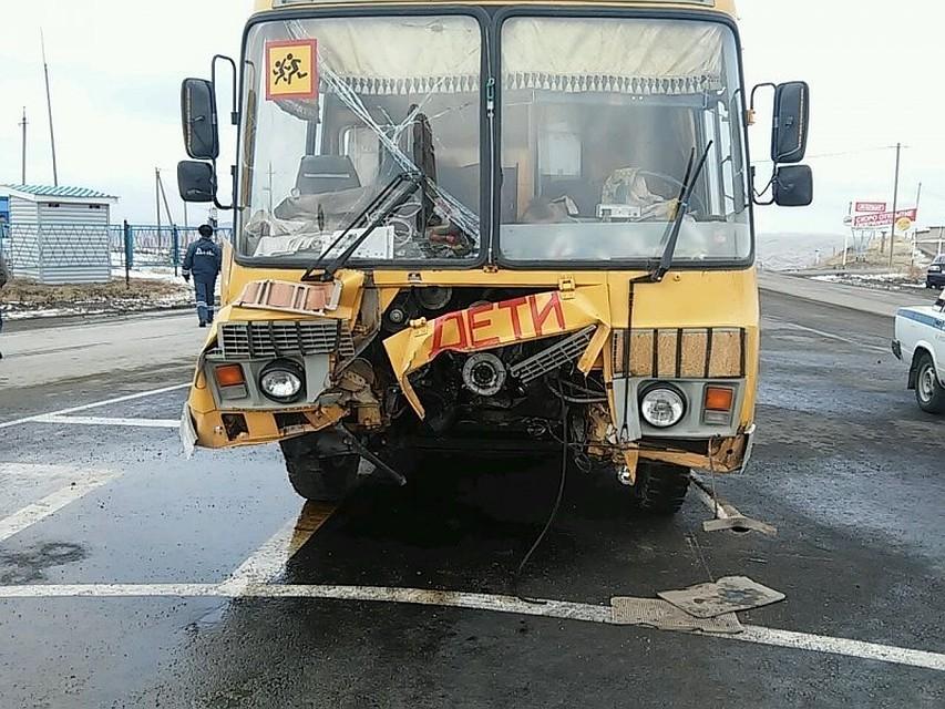 ВКоми ученический автобус столкнулся сКамАЗом