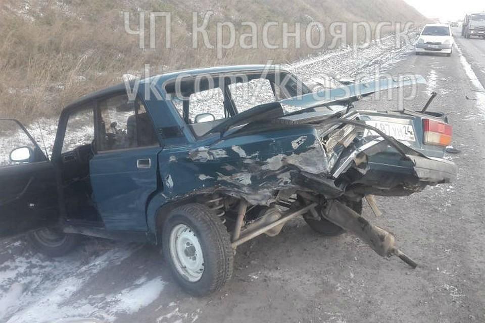 «Жигули» смяло после ДТП с«Тойота» наСеверном шоссе вКрасноярске