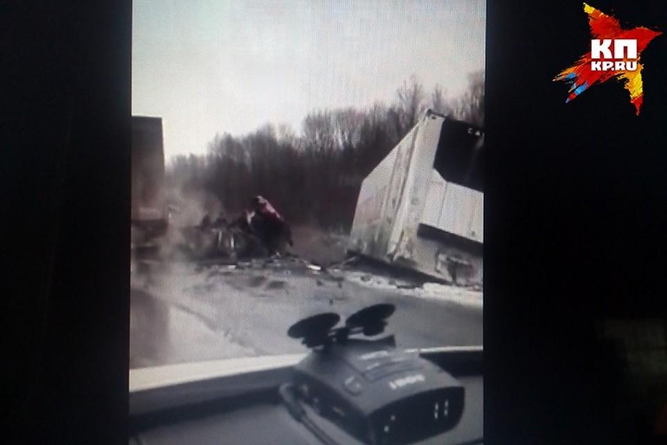 ВТатарстане натрассе М7 лоб влоб столкнулись две фуры