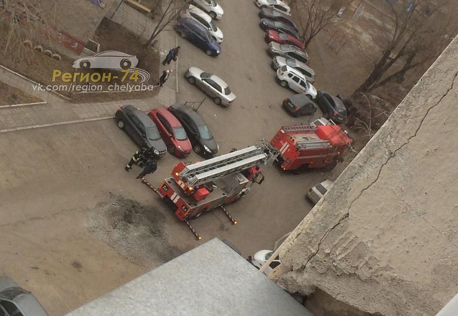 Наулице Воровского пожарная машина провалилась вяму