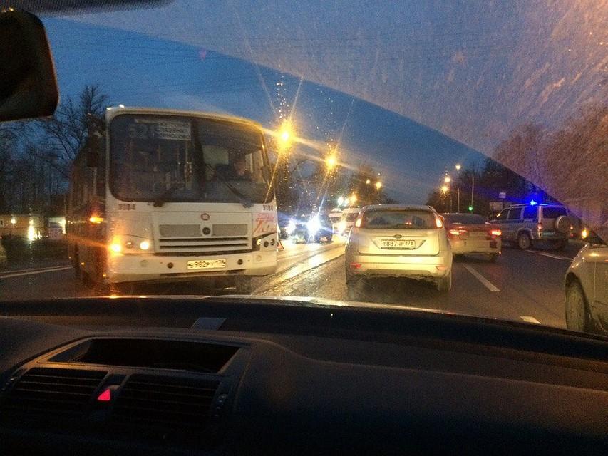 ВПетербурге автобус и иностранная машина поочереди сбили женщину