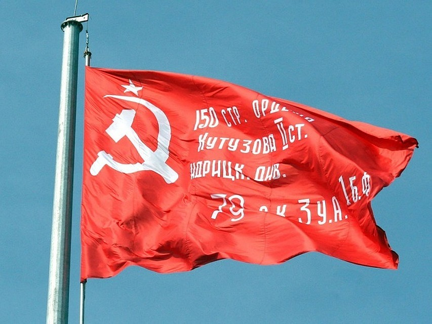 ВВолгограде Знамя Победы подняли на50-метровый флагшток