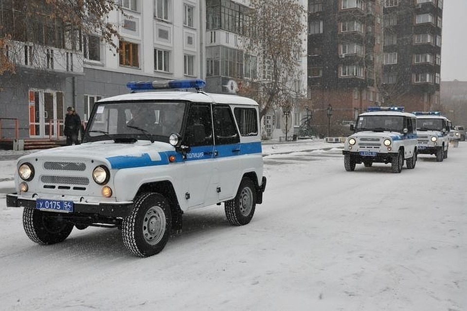 ВНовосибирске хулиганы сгазовым баллончиком сломали двери вклубе