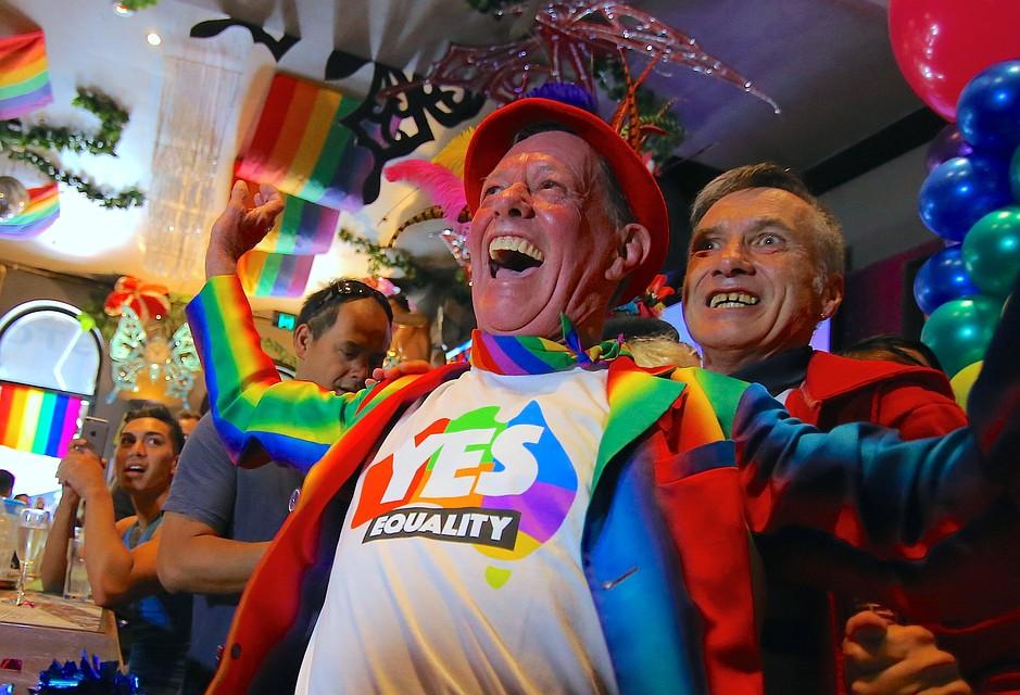 ВКанаде геям заплатят запотерю работы— Миллионы извинений