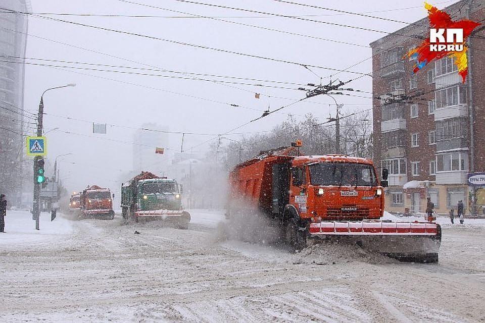 Сулиц Казани засутки убрали 10 000 тонн снега