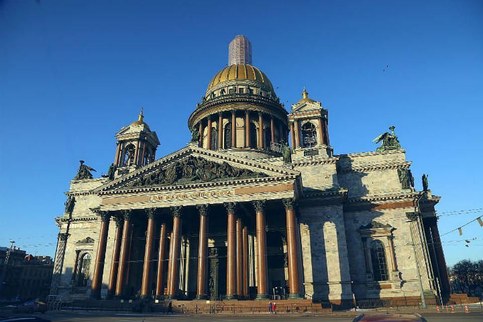 Петербуржец бил витражи Исаакиевского храма впопытке изгнать дьявола