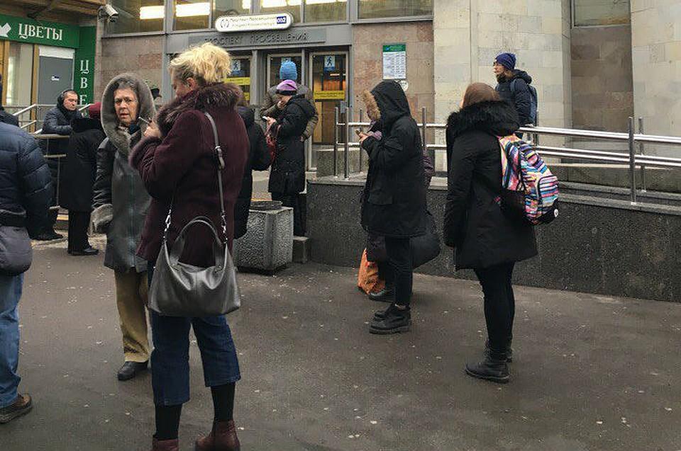 Станцию «Проспект Большевиков» закрыли из-за бесхозного предмета. Уже открыли