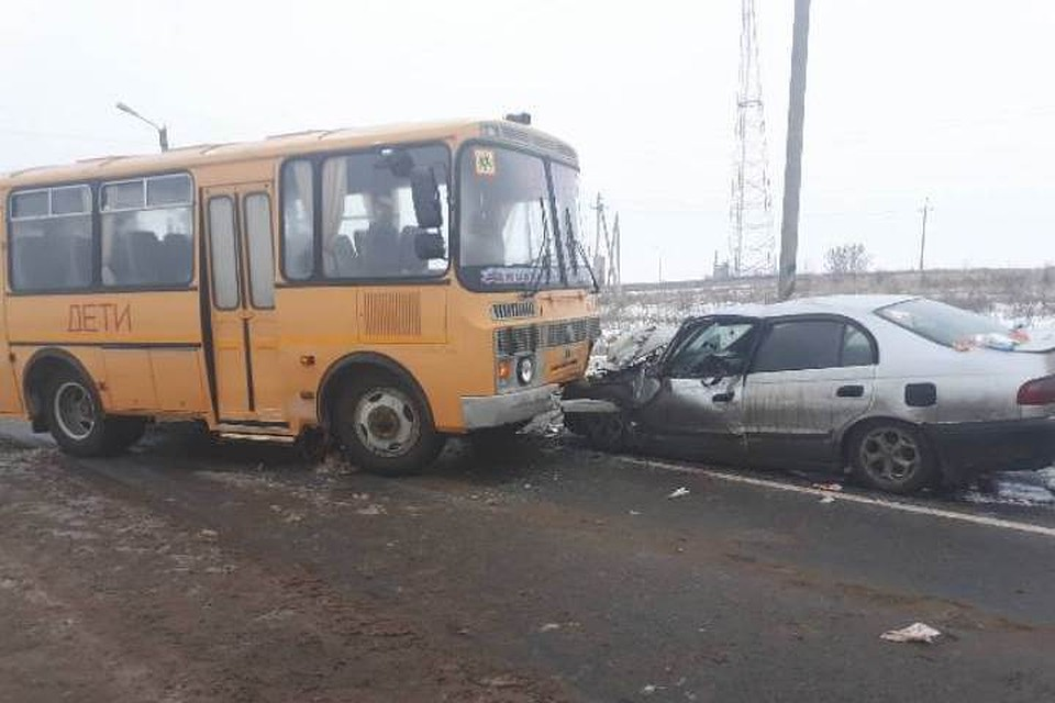 ВЧувашии автомобиль столкнулся сошкольным автобусом