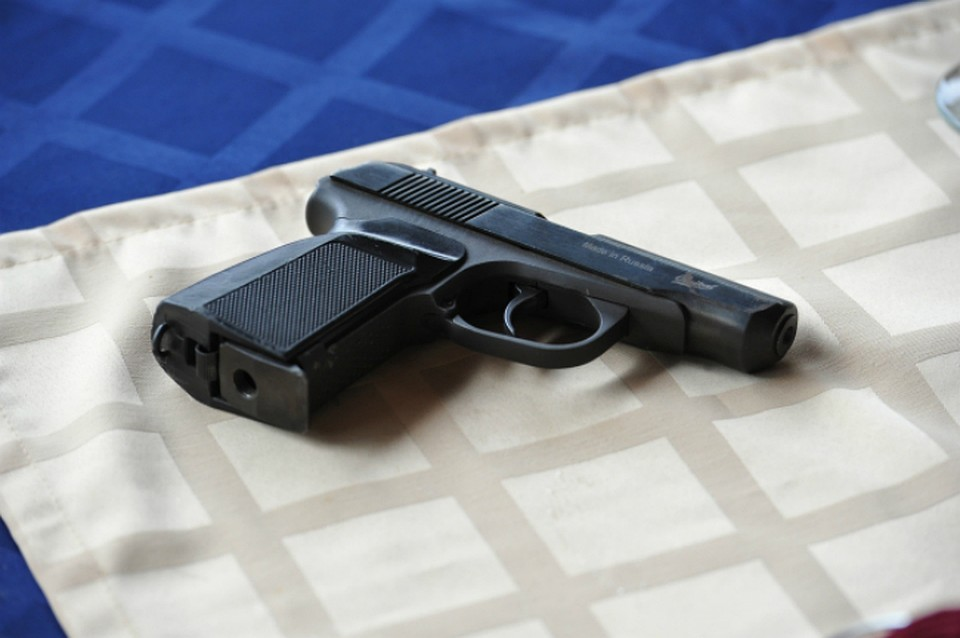 Ребенок вХабаровске выстрелил вмать