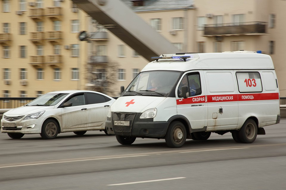 Автобус слюдьми врезался встолб насевере столицы