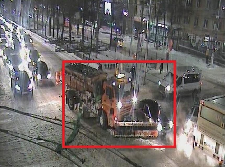 ВПерми столкнулись снегоуборщик илегковой автомобиль