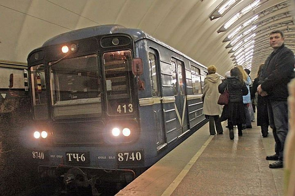 Вестибюль станции метро «Проспект Ветеранов» закрыт. Уже открыт