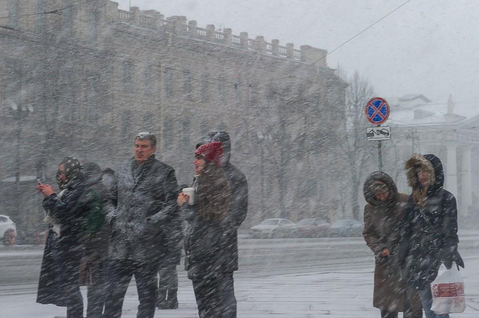 Вночь на2февраля улицы Петербурга будут убирать неменее 800 спецмашин