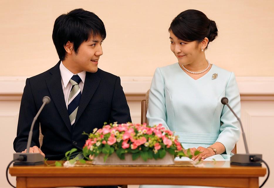 Свадьбу внучки императора Японии перенесли на 2020-й год