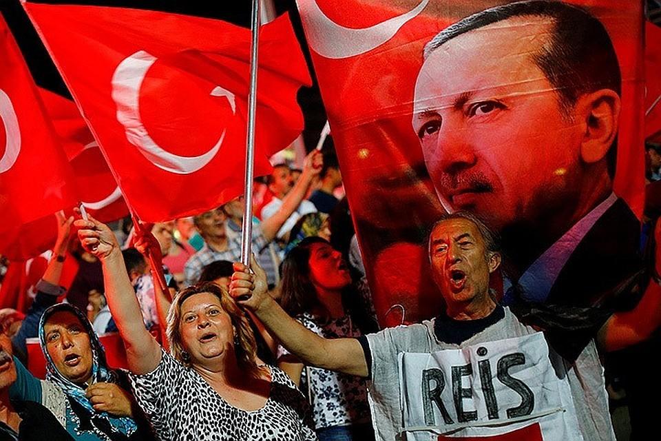 Нанадувной лодке вГрецию— бегство чиновников отЭрдогана