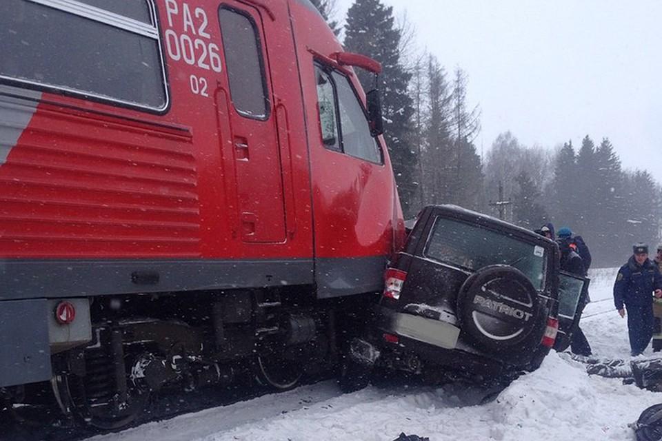 4  человека погибли вДТП нажелезнодорожном переезде вБрянской области
