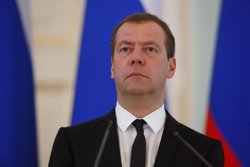 Медведев поведал о«чувстве локтя» вотношениях сПутиным