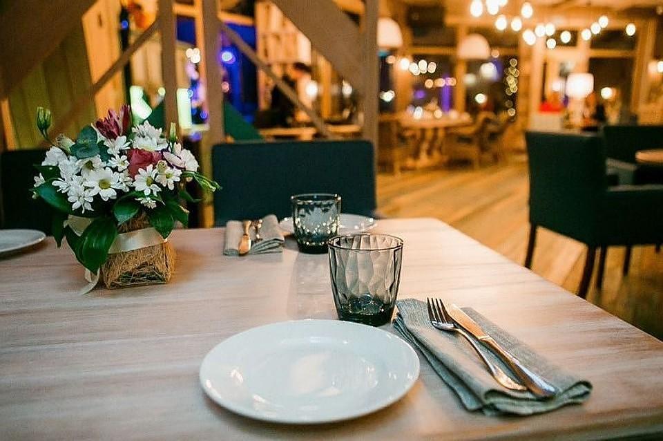 Под Петербургом гость ресторана сломал руку официанту