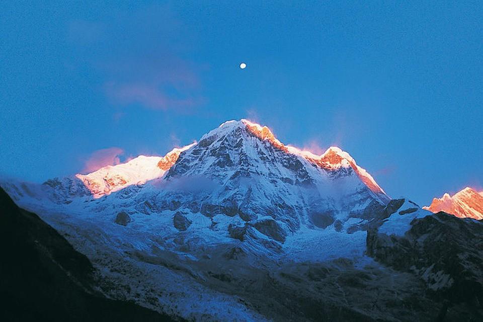 Несколько лыжников оказались в зоне схода лавины в Швейцарских Альпах