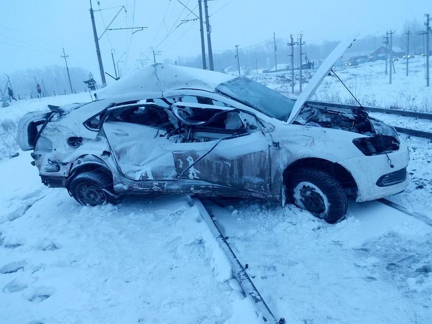 ВУфе два человека погибли при столкновении поезда савтомобилем