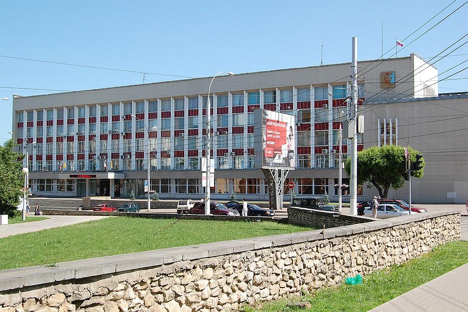 Следователи провели выемку документов вдепартаменте образования Кирова