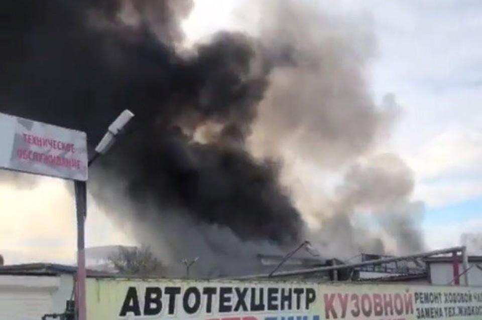ВХабаровске сгорел 2-ой занеделю автосервис