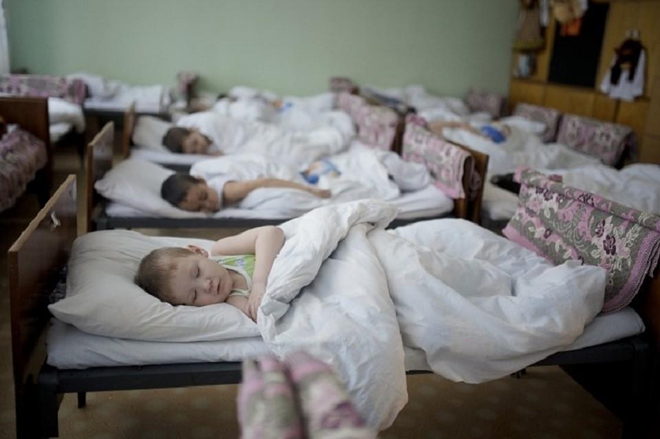 Воспитательница детсада душила ребенка из-за отказа спать втихий час