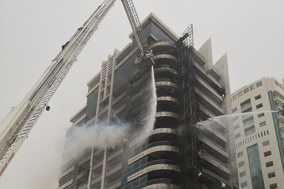 Пожар в небоскребе в Дубае: Находившиеся в здании люди эвакуированы