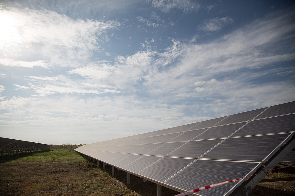 ВАстраханской области начали строить крупнейшую в РФ солнечную электростанцию
