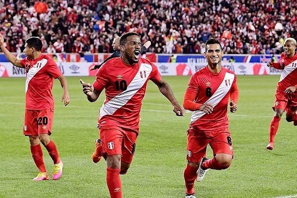 Фарфан— встартовом составе сборной Перу наматч сДанией