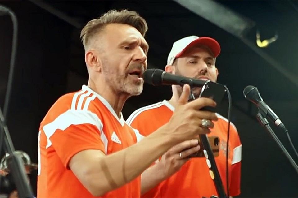 Русские футболисты заставили Слепакова иШнурова извинятся впесне «Чемпионы»
