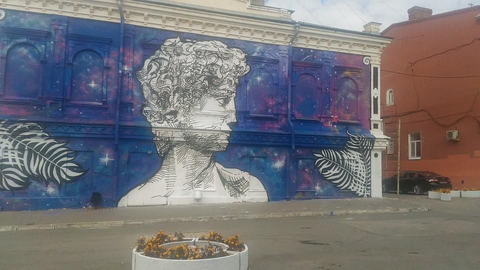 Пермские живописцы разрисовали дом вцентре города