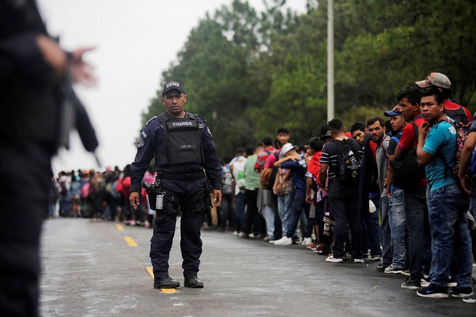 Трамп пригрозил Мексике закрыть границу из-за потока мигрантов