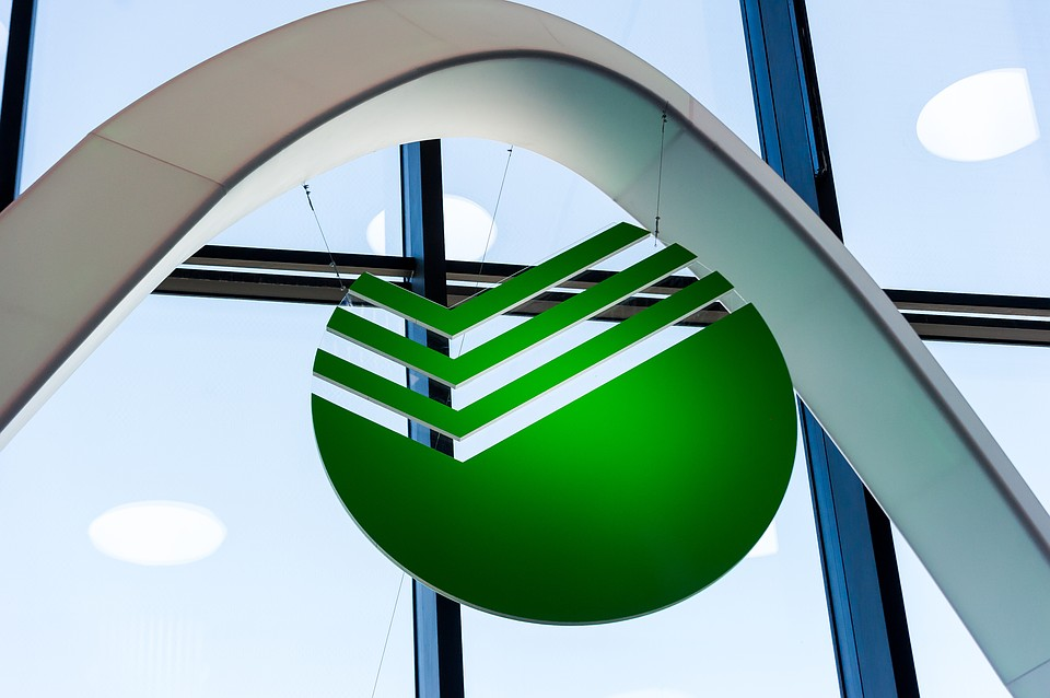 Сберегательный банк решил отменить комиссии за валютные переводы