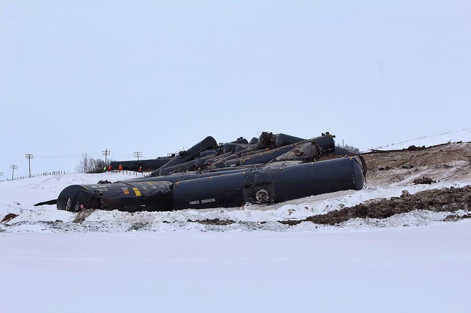 ВКанаде сошли срельсов 37 цистерн поезда снефтью