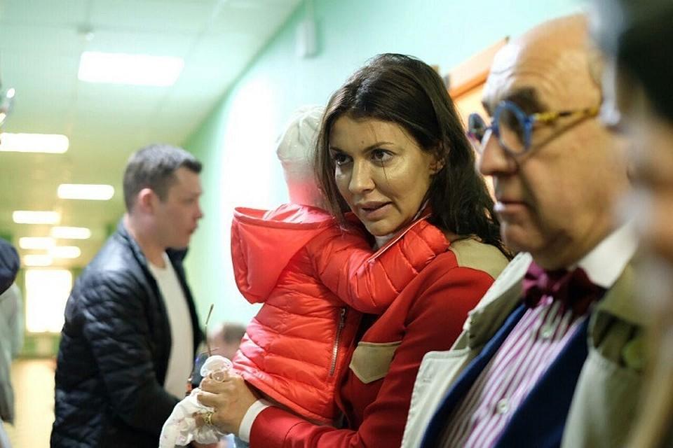 Жена Андрея Аршавина пришла на суд по разводу с ребенком на руках