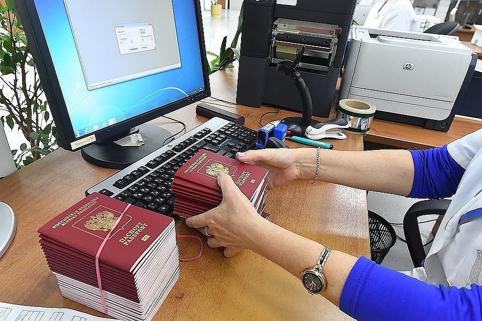 В руководстве поведали осудьбе бумажных паспортов после введения электронных