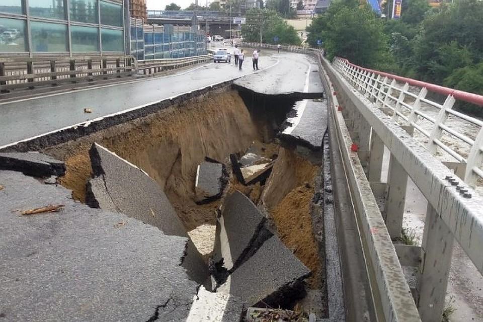 Дорожники: временное закрытие разрушенной дороги вСочи несоздаст неудобств