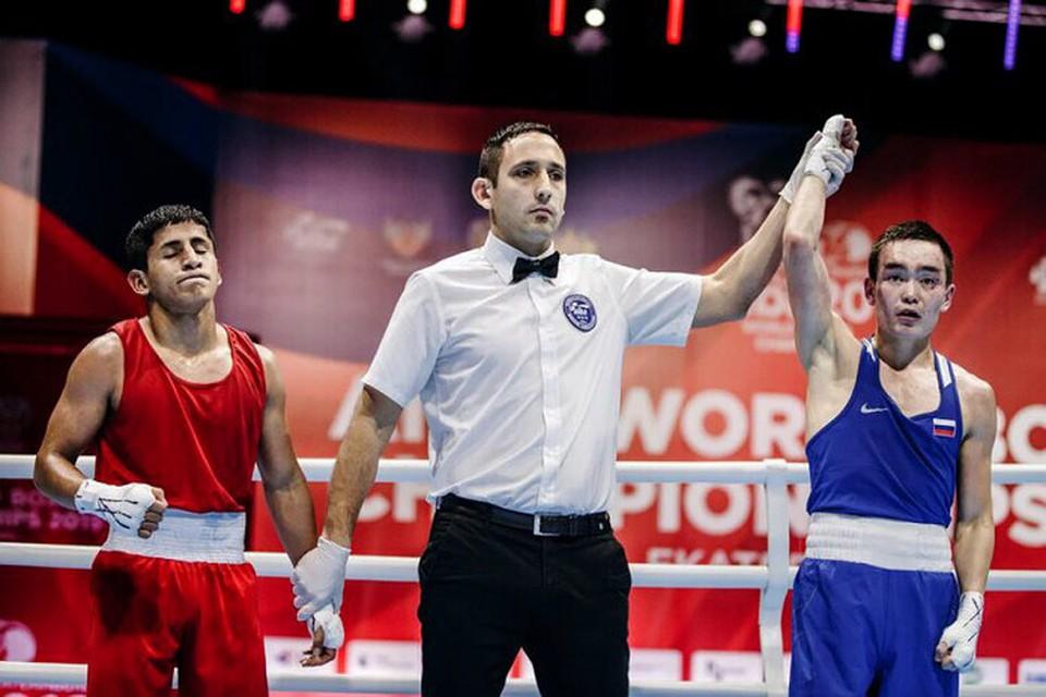 Василий Егоров потерпел поражение в1/8 финала чемпионата мира побоксу