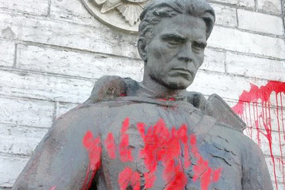 Глава Минюста Эстонии допустил снос советского мемориала в Таллине