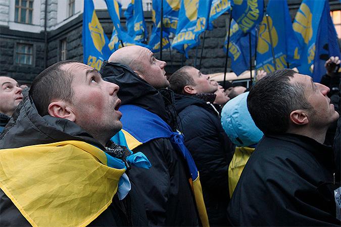Чуть ли не главной движущей силой, тянущей Украину в Европу, стали украинские националисты